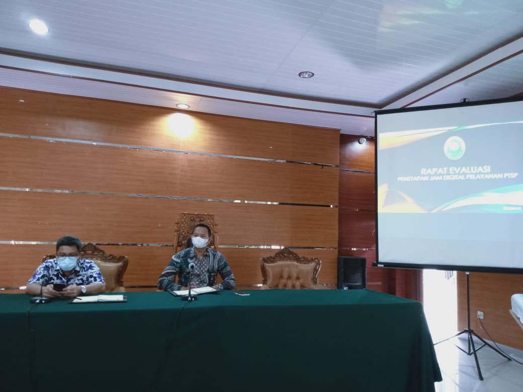 Evaluasi Implementasi Aplikasi SIMONALISA dan Evaluasi Implementasi Jam Digital pada pelayanan PTSP